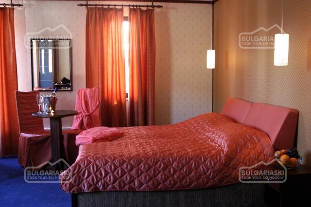 Отель Френдс17